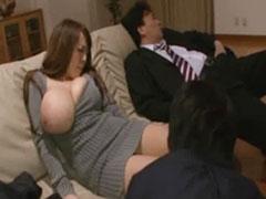 超乳の奥さん