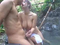 混浴で手コキフェラ