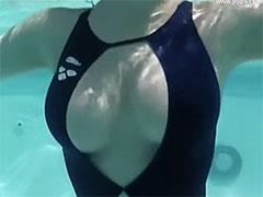 水中のおっぱい